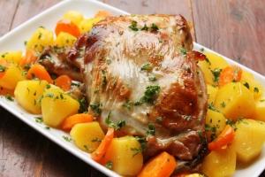 Sočna jagnjetina s krompirom